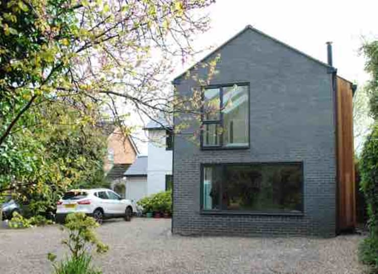 Rumah oleh LA Hally Architect, Modern