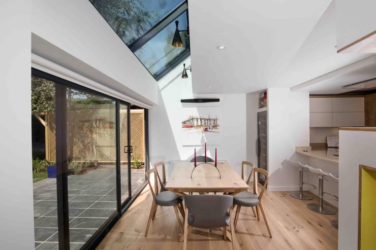 Ruang Makan oleh LA Hally Architect, Modern