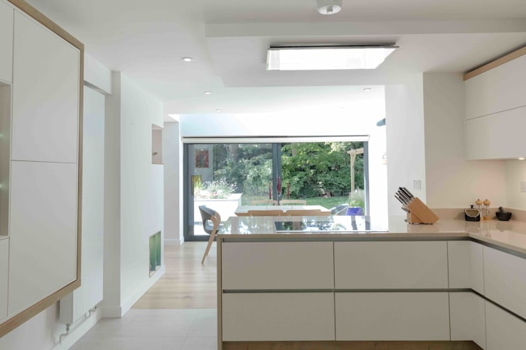 Built-in kitchens by LA Hally Architect, Modern