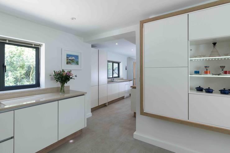 Dapur built in oleh LA Hally Architect, Modern