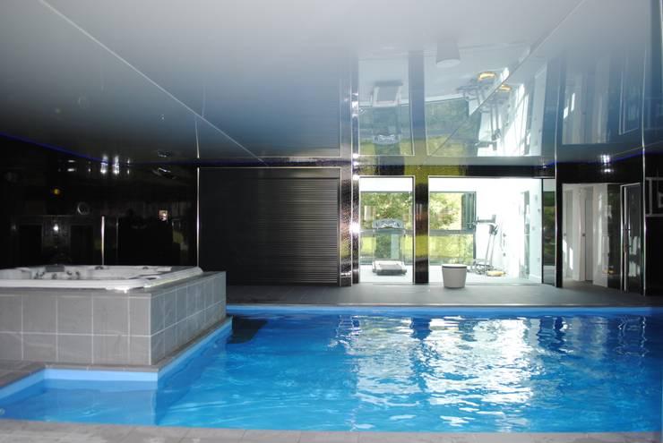 Kolam Renang oleh LA Hally Architect, Modern