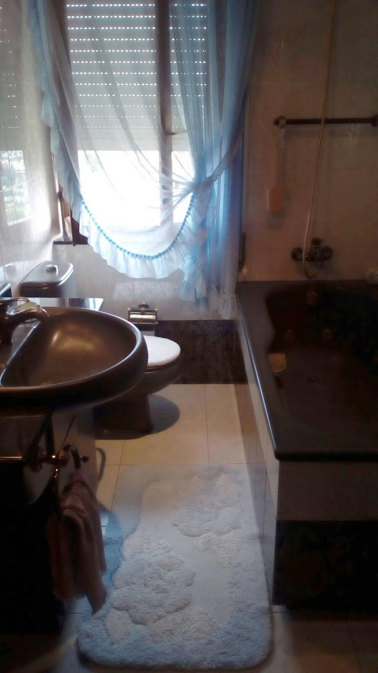 Baño. Antes de aplicar el Home Staging:  de estilo  por Fityourhouse AD & Home Staging