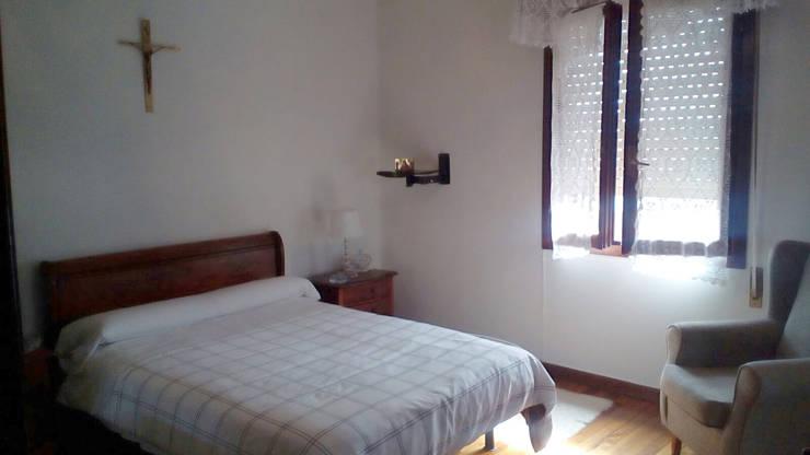 Dormitorio antes de aplicar el Home Staging:  de estilo  por Fityourhouse AD & Home Staging