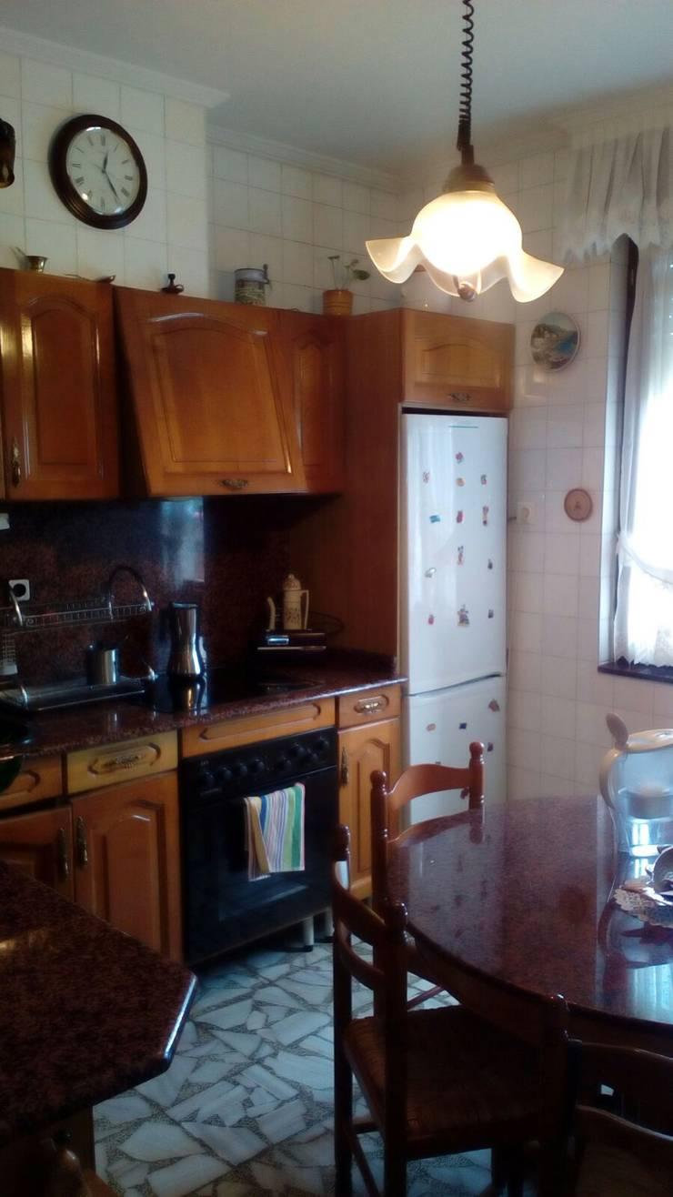 Cocina antes de aplicar el Home Staging:  de estilo  por Fityourhouse AD & Home Staging