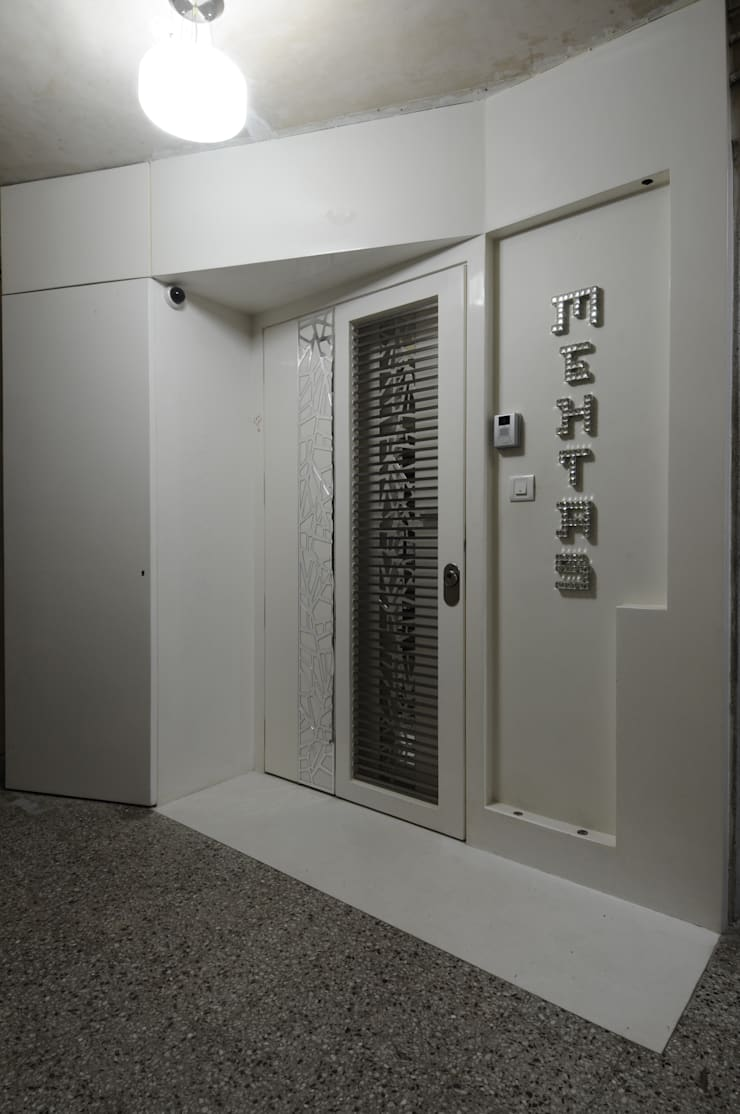 project at nepeansea road :  Front doors by Mybeautifulife,Modern Plywood