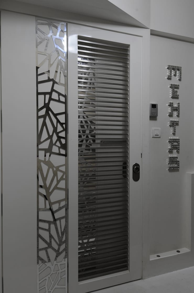 project at nepeansea road :  Front doors by Mybeautifulife,Modern
