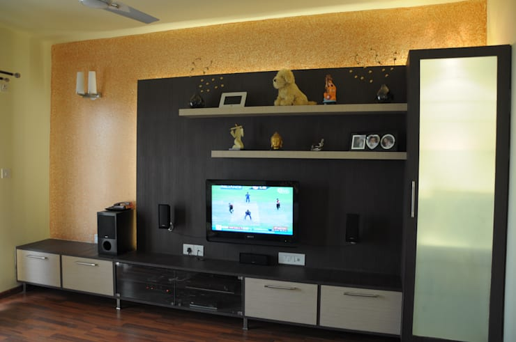 ENTERTAINMENT UNIT:  Media room by BENCHMARK DESIGNS,Modern Plywood