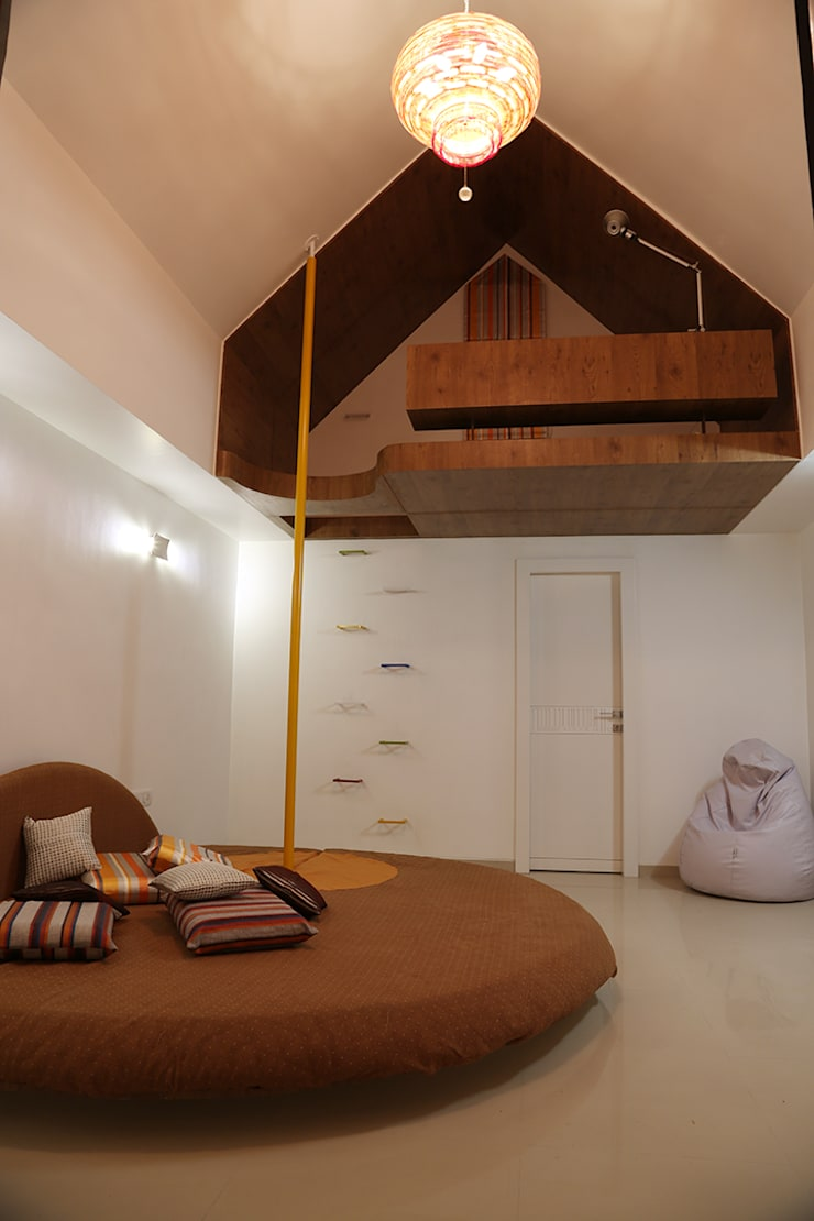 Single Family Private Residence, Ahmedabad:  Bedroom by A New Dimension