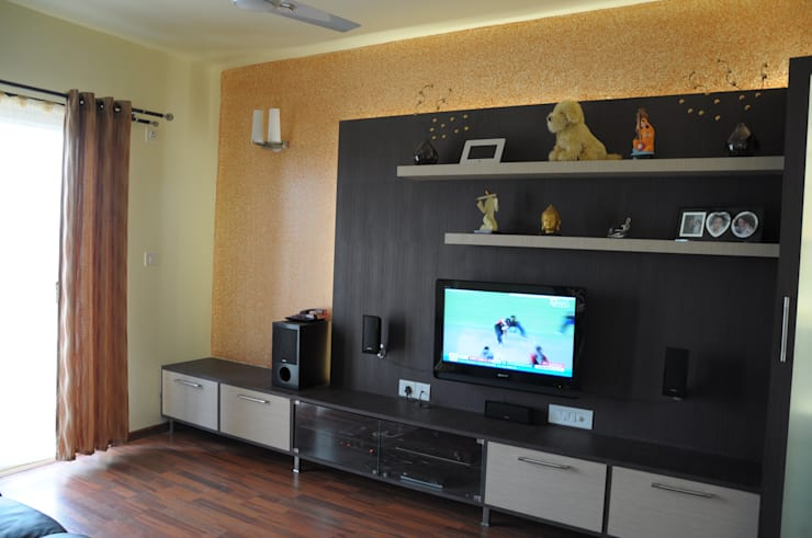 ENTERTAINMENT ROOM:  Media room by BENCHMARK DESIGNS