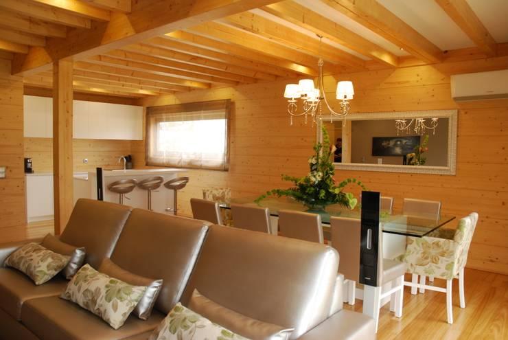 Livings de estilo moderno de Rusticasa Moderno Madera Acabado en madera