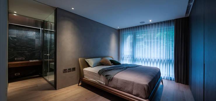 Ru Residence:  臥室 by 沈志忠聯合設計