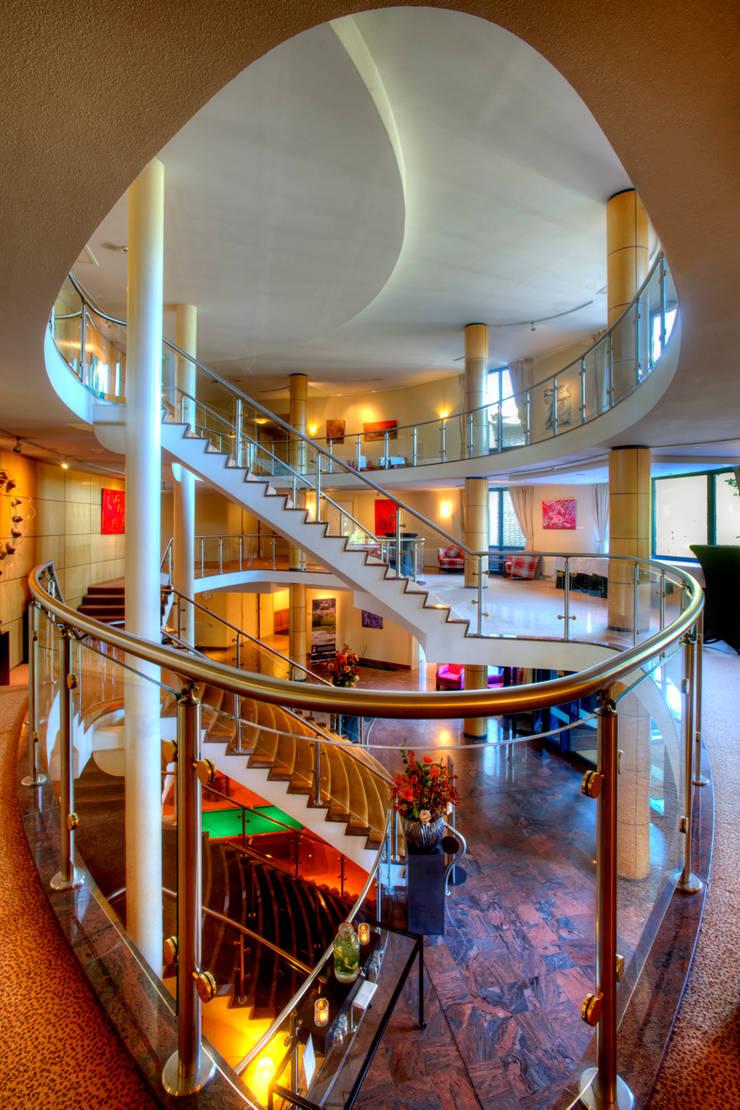 Hilton Soestduinen Trappenhuis:  Hotels door Loek van Walsem Fotografie, Modern