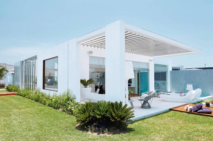 CASA DE PLAYA M.M.: Casas de estilo moderno por Karím Chaman Arquitectos