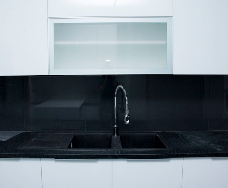 Built-in kitchens by ORCHIDS LOFT,