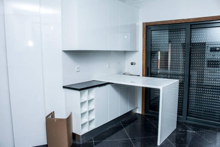 Muebles de cocinas de estilo  por ORCHIDS LOFT, Moderno Madera Acabado en madera