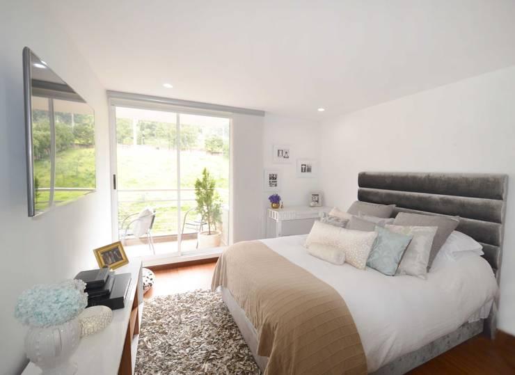 CONTEMPORANEO : Dormitorios de estilo  por CASTELIER