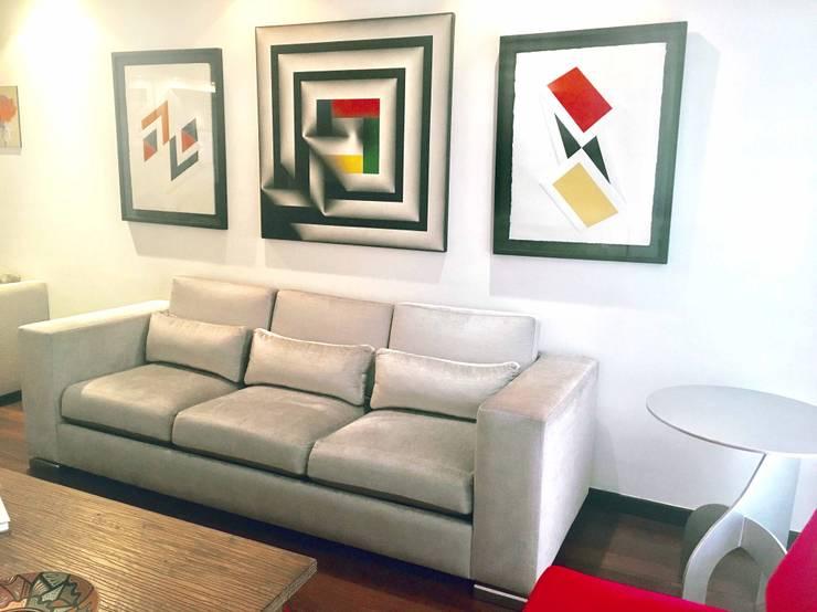 APARTAMENTO 603: Salas de estilo  por CASTELIER