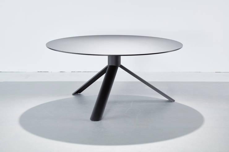 Tube table by Maarten Baptist: modern  door Maarten Baptist, Modern Metaal