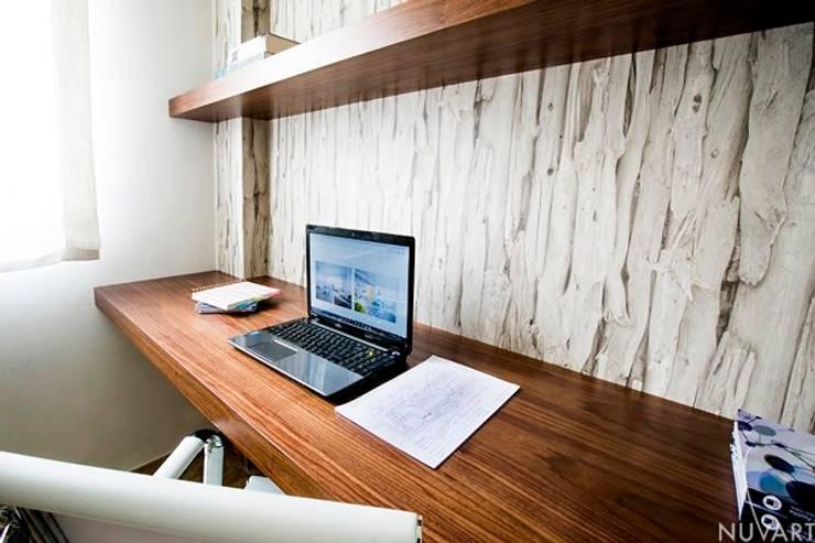 Despacho: Estudios y despachos de estilo  de NUVART,