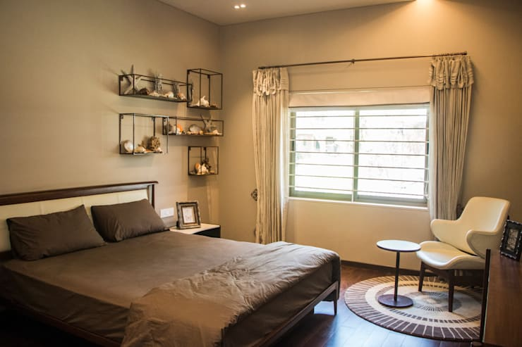 GUEST ROOM :  Bedroom by DESIGNER'S CIRCLE