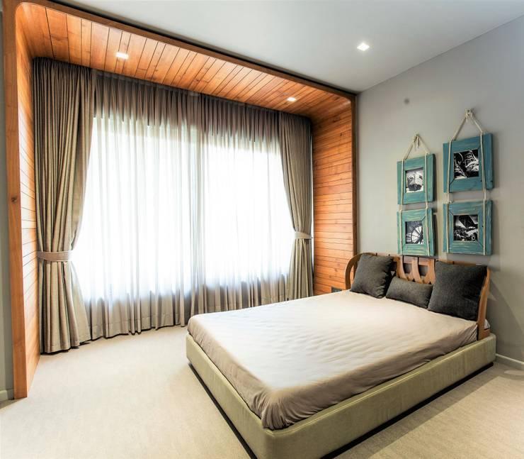 BEDROOM 1:  Bedroom by DESIGNER'S CIRCLE