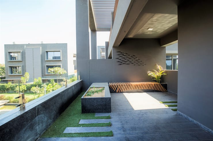 TERRACE VIEW:  Terrace by DESIGNER'S CIRCLE