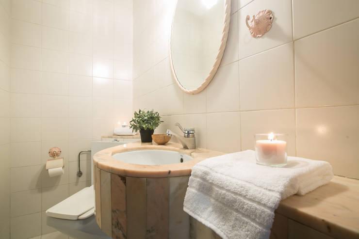 ASEO: Baños de estilo  de Redecoram Home Staging