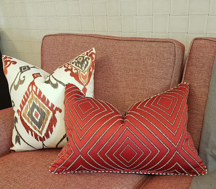 Red… ..the colour of Love:  Living room by Sophistique Interiors, Modern