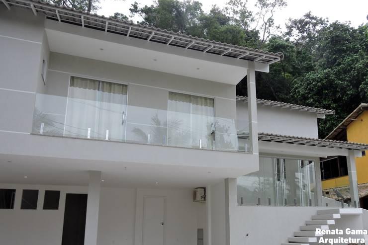 Single family home by Renata Gama Arquitetura, Modern Bricks