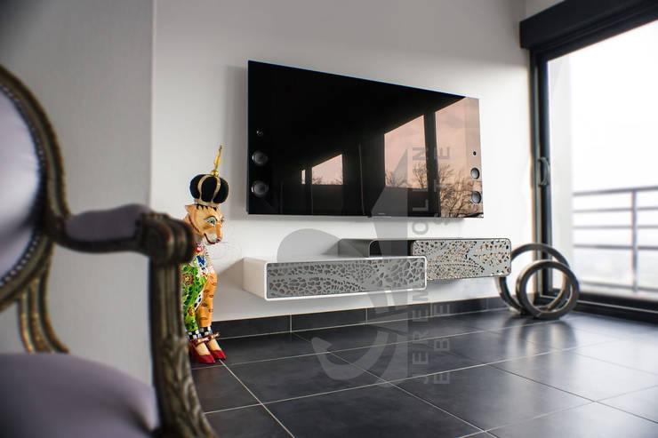 meuble tv suspendu corian acier et bois sur mesure par. Black Bedroom Furniture Sets. Home Design Ideas