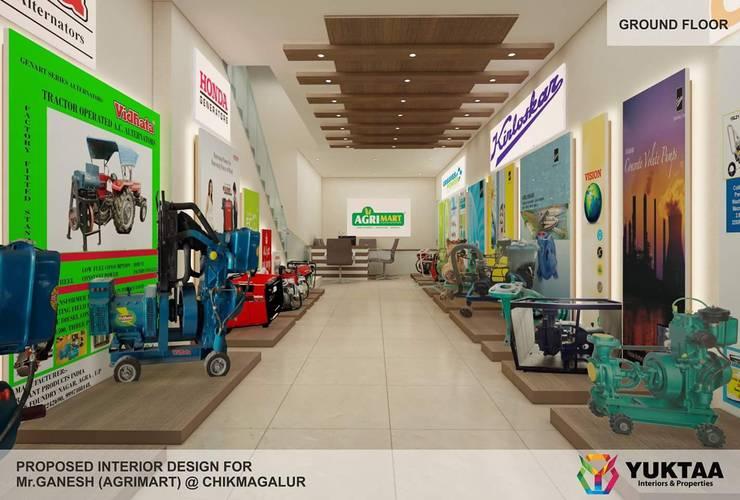 Residential Interiors:  Corridor & hallway by YUKTAME,Modern