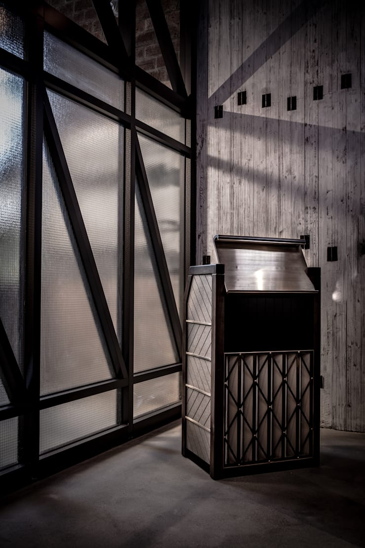 Eat @ Ease:  Bars & clubs by Artta Concept Studio, Industrial