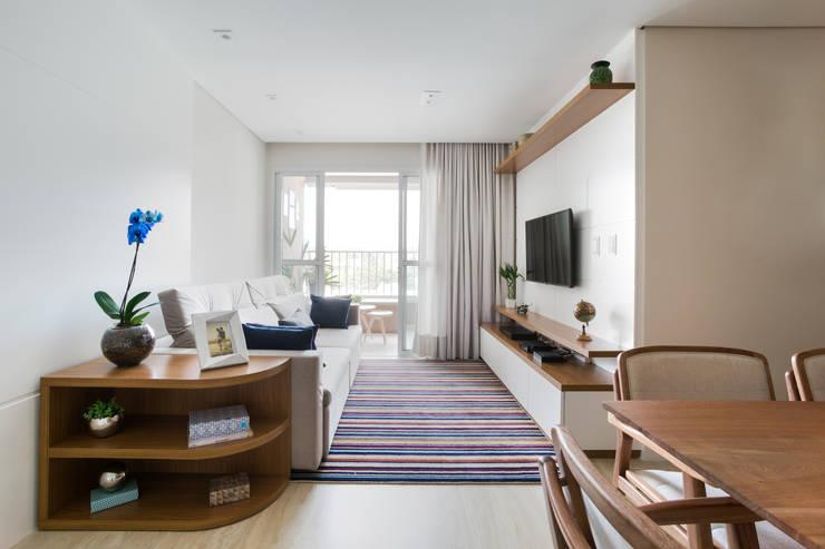 Salas de estilo  por Juliana Zanetti Arquitetura e Interiores