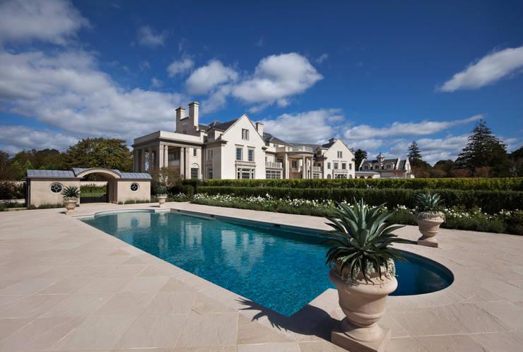 Villa Maria:  Pool by andretchelistcheffarchitects