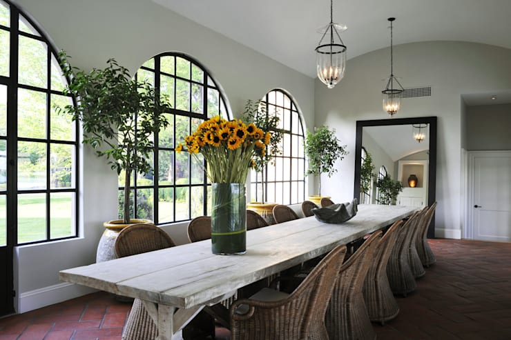 Villa Maria: country Dining room by andretchelistcheffarchitects