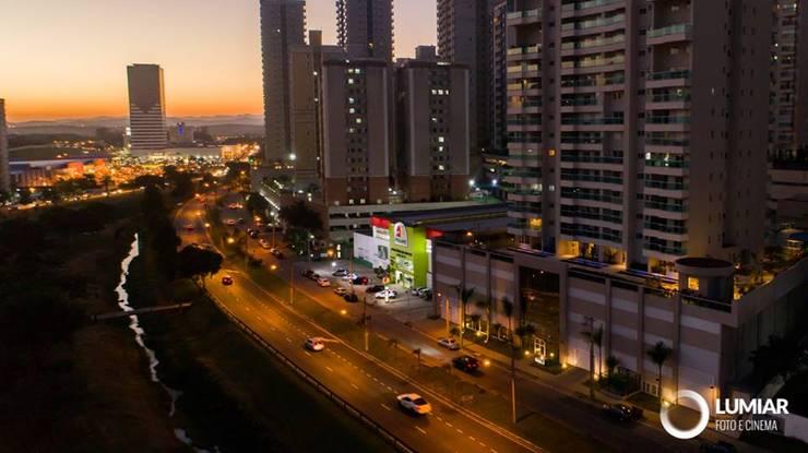 Condominios de estilo  por Felipe Mascarenhas Paisagismo, Moderno