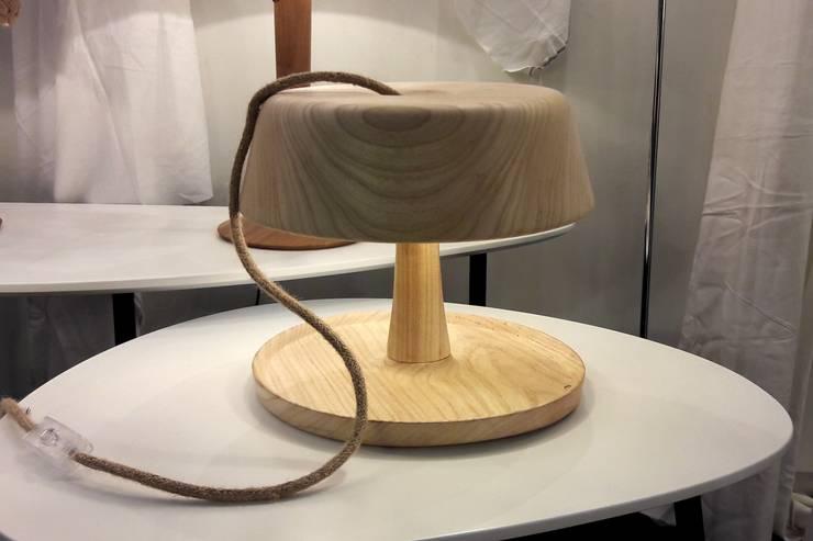 Wood: Livings de estilo  por Mags Design,