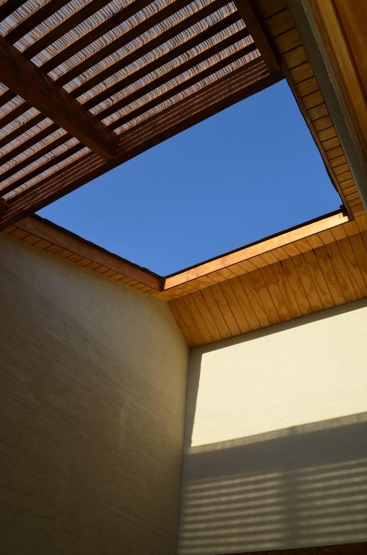 Vivienda Rendic: Casas de estilo  por Qarquitectura