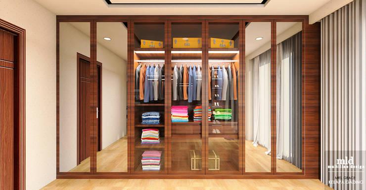 Master Bedroom Design Kelapa Gading – Mediterania:  Ruang Ganti by Multiline Design