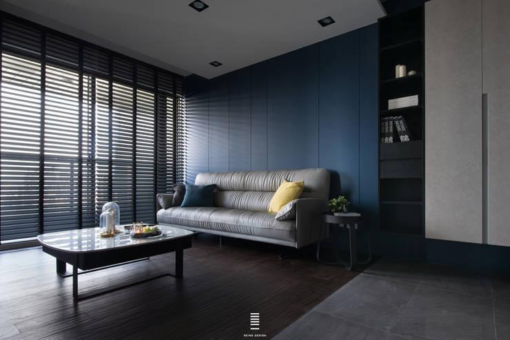 Linkou Z House:  客廳 by 質覺制作設計有限公司