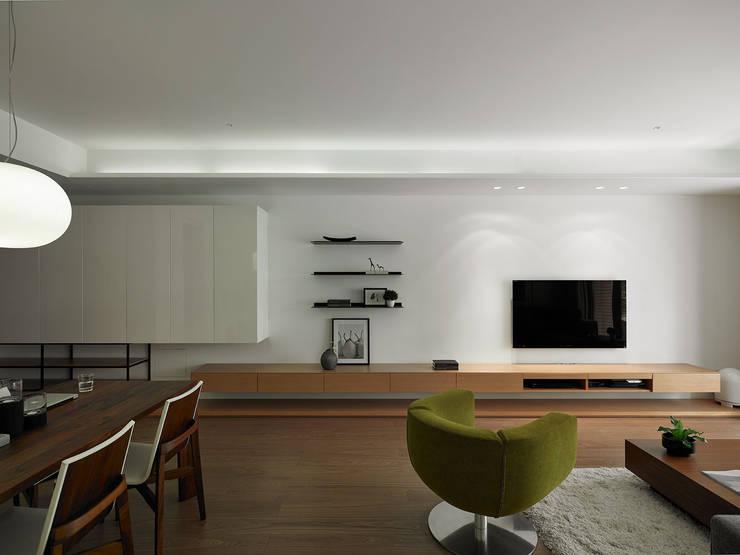 Wohnzimmer von 沐禾設計事務所