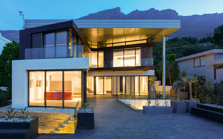 Main house facade from Pool Deck:  Houses by sisco architects