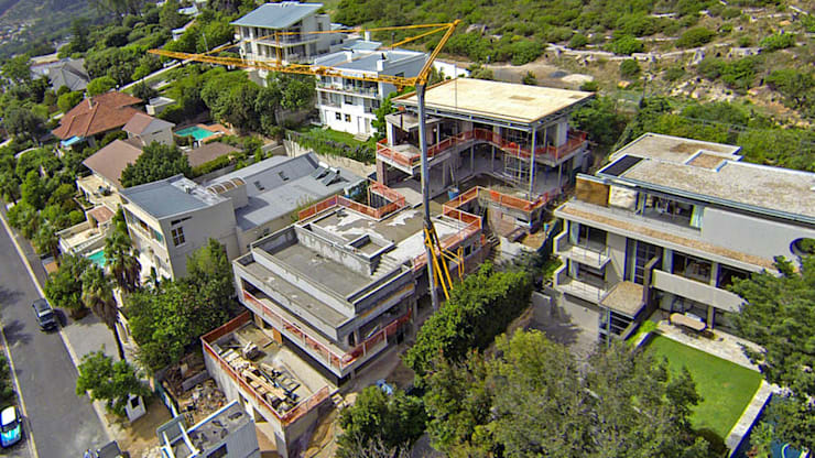 building site on the slope of table mountain:  Houses by sisco architects