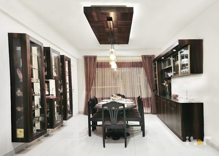 Dining room:  Dining room by Interiors by ranjani