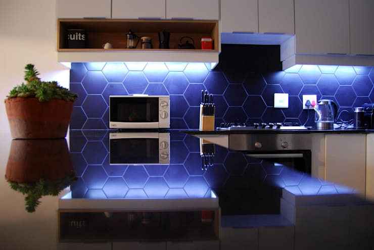 Jamie and Som Ries:  Built-in kitchens by Capital Kitchens cc, Modern Engineered Wood Transparent