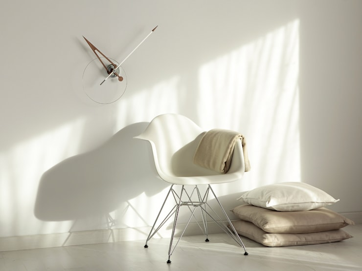 Nomon Cris Clock: modern Living room by Just For Clocks