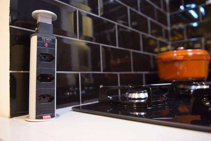 Apartamento moderno: Cozinha  por Fernanda Patrão Design