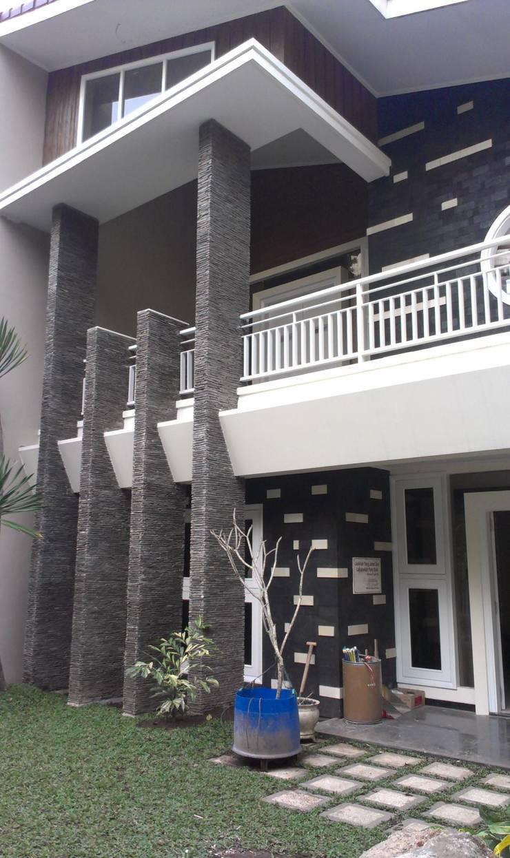 Rumah Jalan Taman Slamet No 9 Malang:   by  the OWL