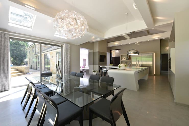 Mr & Mrs McIver Modern dining room by Diane Berry Kitchens Modern Glass