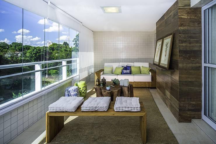 Apartamento São José dos Campos: Terraços  por Fernanda Patrão Design